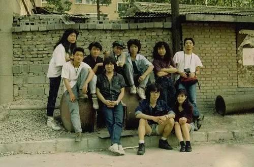 """上世紀80年代,她來北京留學,認識了當年的一群搖滾青年,樂隊的名字叫""""圖片"""