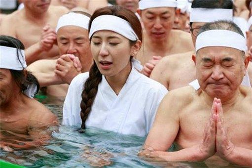原来除了日本,越南也有男女共浴的地方