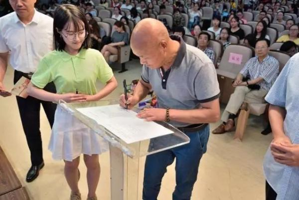 浙江常山一退休医生签署志愿书,表示过世后将遗体捐献给母校