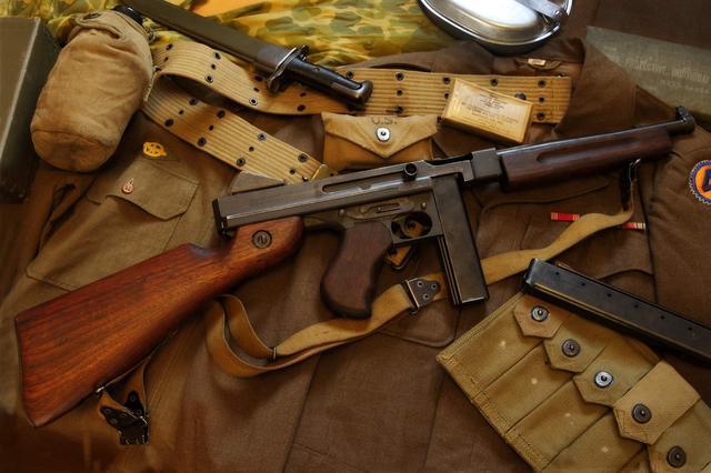 汤普森冲锋枪-臭名昭著的芝加哥打字机,也是丛林战壕的扫地利器_搜狐军事_搜狐网