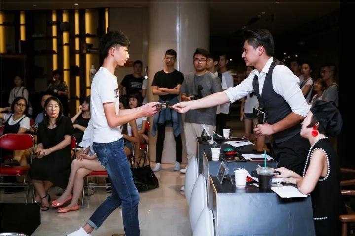 时尚 正文  中国模特之星大赛自1995年创办以来,以其专业性和权威性
