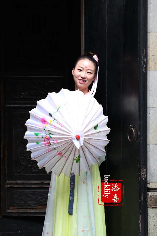 油纸花伞,古镇+雨巷+油纸伞+美女……令人不由的想起截望舒的《雨巷》
