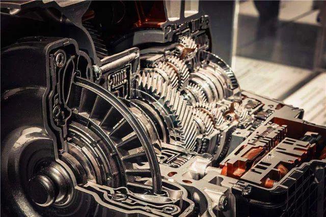 主要原因是汽车发动机超负荷,气缸压力不足,发动机温度过低,化油器图片