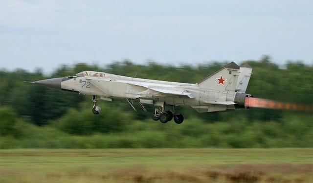 朝鲜米格31战斗机_这款战机为应对美国而诞生,历经数十年:却依然十分先进!