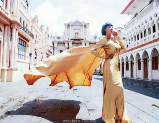 部分图片是贝拉米时尚国际摄影部的作品,图片模特是时尚达人唐拉拉