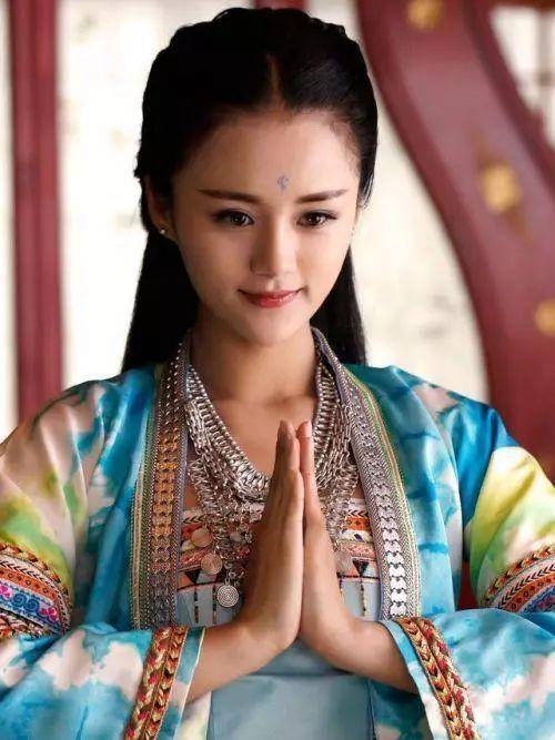 其担任女主角的电视剧《路从今夜白》也将在播出台芒果.风囚凰2电视剧小说图片