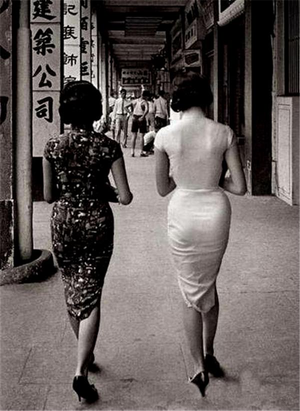 民国美女脱旗袍做爱�_民国女人老照片:没想到民国女人那么开放,图9背影让人