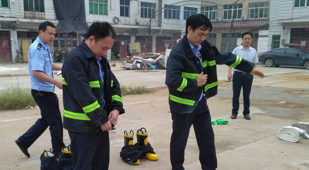 安陆市巡店派出所启用乡镇配发消防车(图)手把手教你织棉鞋图片