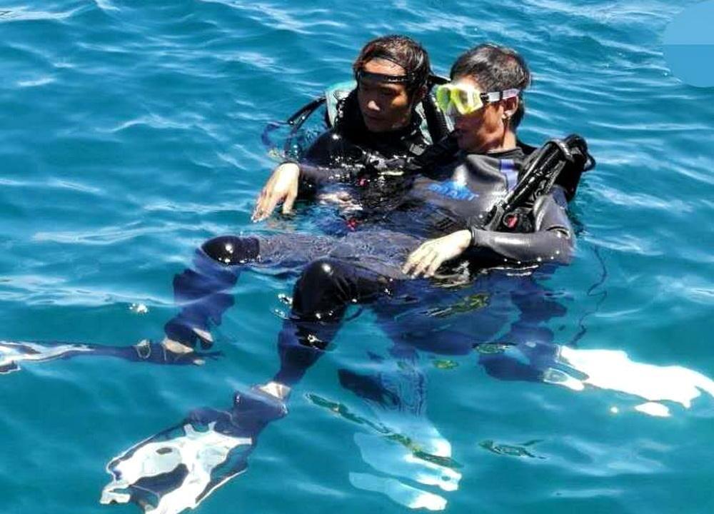 芽庄潜水:下去后才想起没同教练讲是头次玩水,也不会游泳