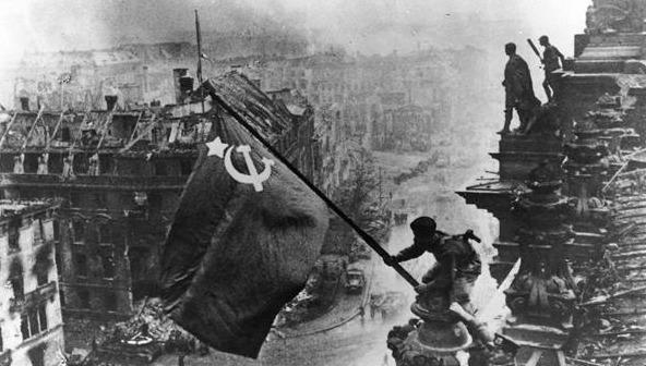 二战德军打日军_二战德国投降后斯大林放弃50亿赔款,要了这些东西拯救了苏联