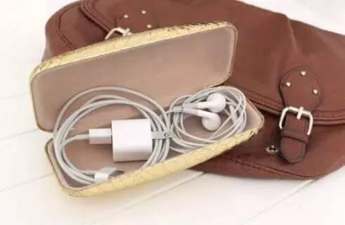 Image result for 1、旧眼镜盒可以用来装杂乱无章的充电线、耳机。