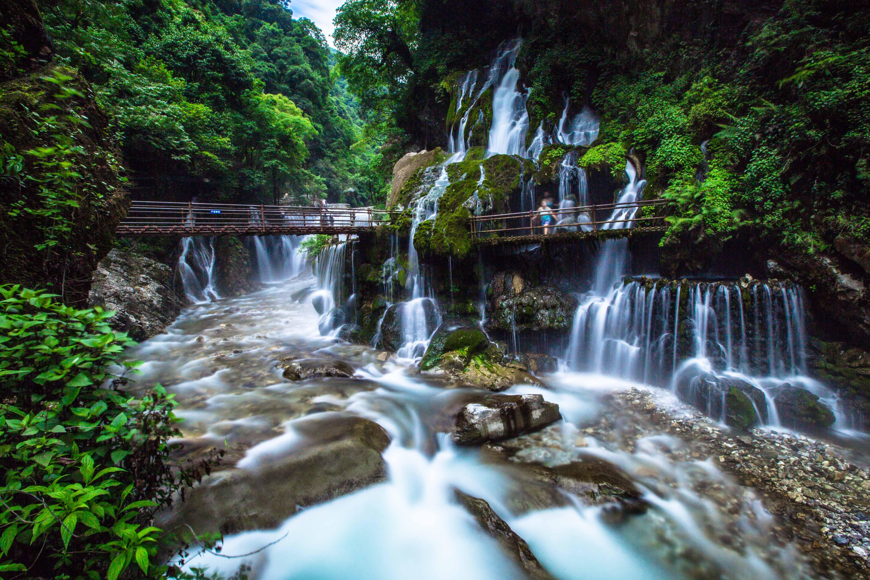 大�y�9�%9�._在四川省西昌市普格县的乔窝镇上,有着世界最大的温泉瀑布——螺髻九