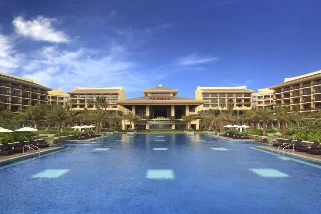 喜来登酒店坐落于神州半岛,不仅独享绝美,静谧的沙滩,还拥有超过3,600