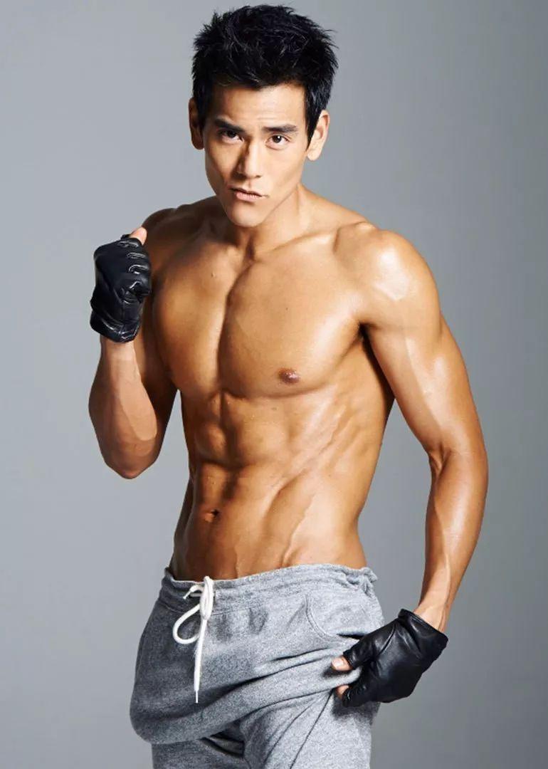 时尚 正文  说起娱乐圈的肌肉男神 , 而另一个健身达人吴尊, 要说吴尊