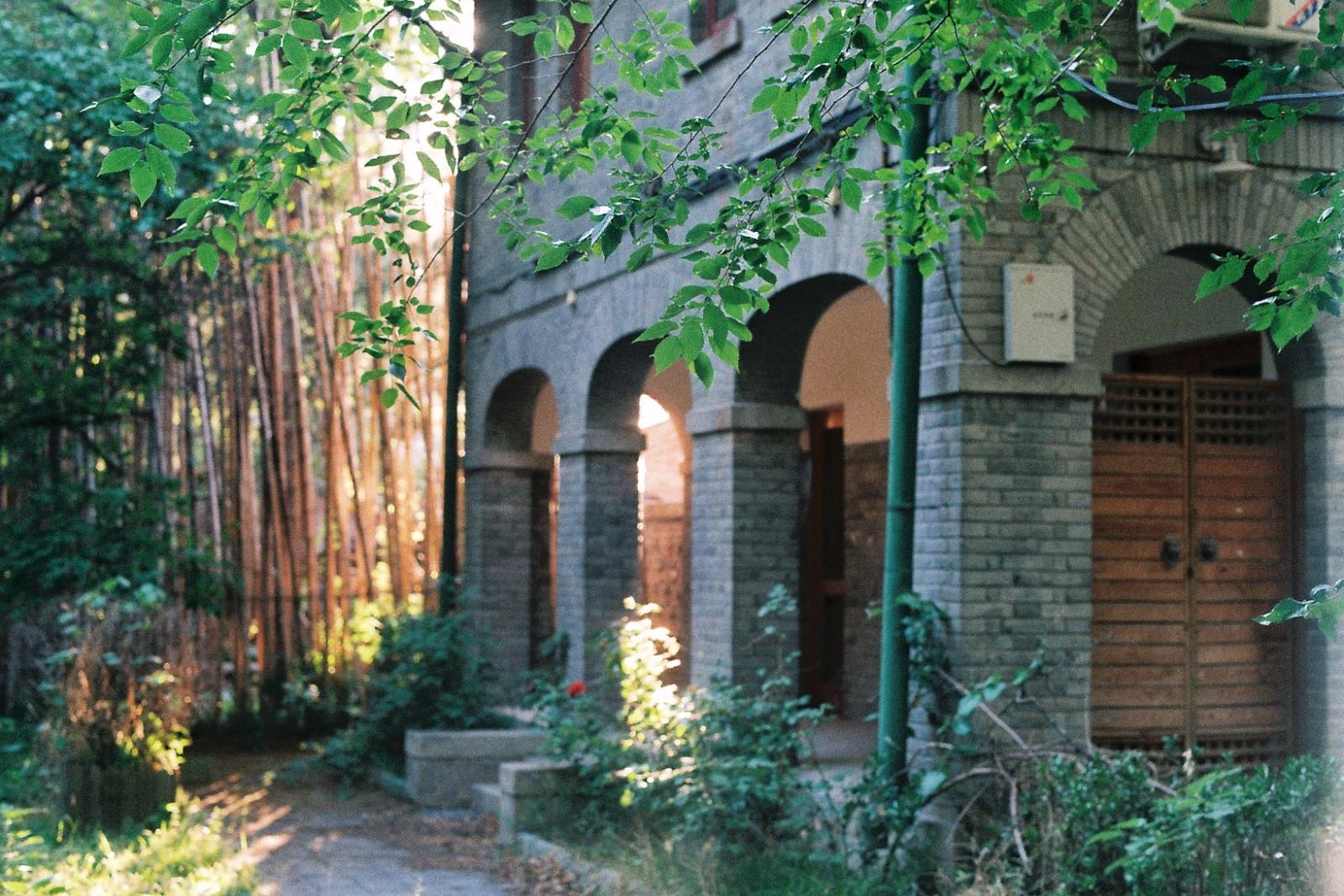 大家看看《   北京大学   》凌晨六点的勺园,学霸们们都几点起来