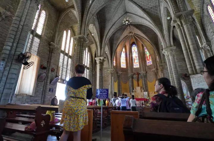 芽庄大教堂怎么对游客有了?好像是针对中国人的