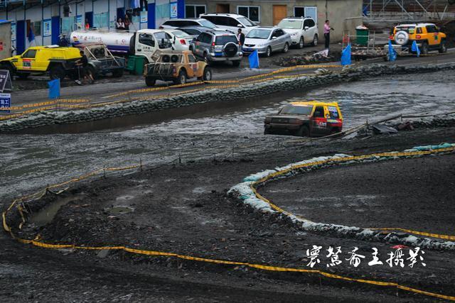 """晴隆赛车场赛道上看""""慢车""""竞速,难道这是一场假的赛车比赛"""