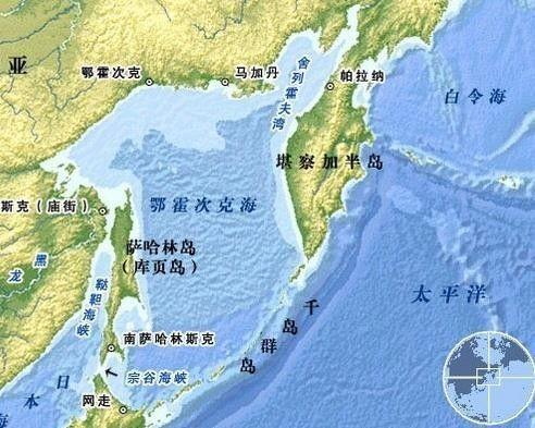 位于勘察加半岛与日本北海道之间,共有大小30多个岛屿.图片