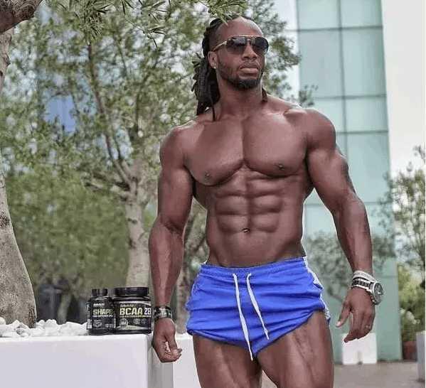 当健身男神乌利塞斯在天安门广场晒肌肉,你有没有危机