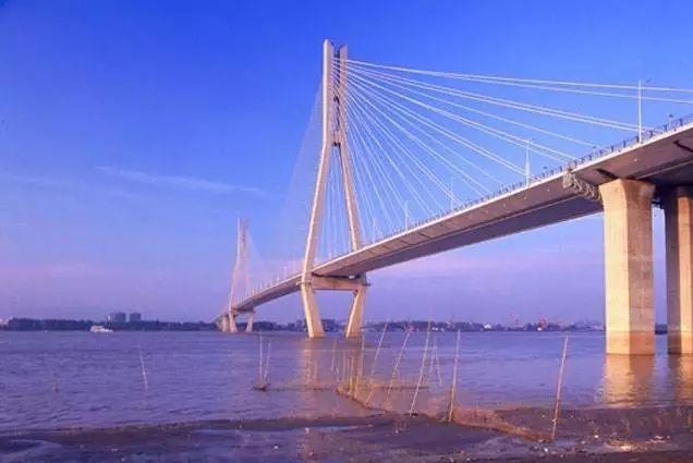 4条纵向通道,即g2京沪高速淮安-扬州-广靖锡澄段,g15沈海高速南通段