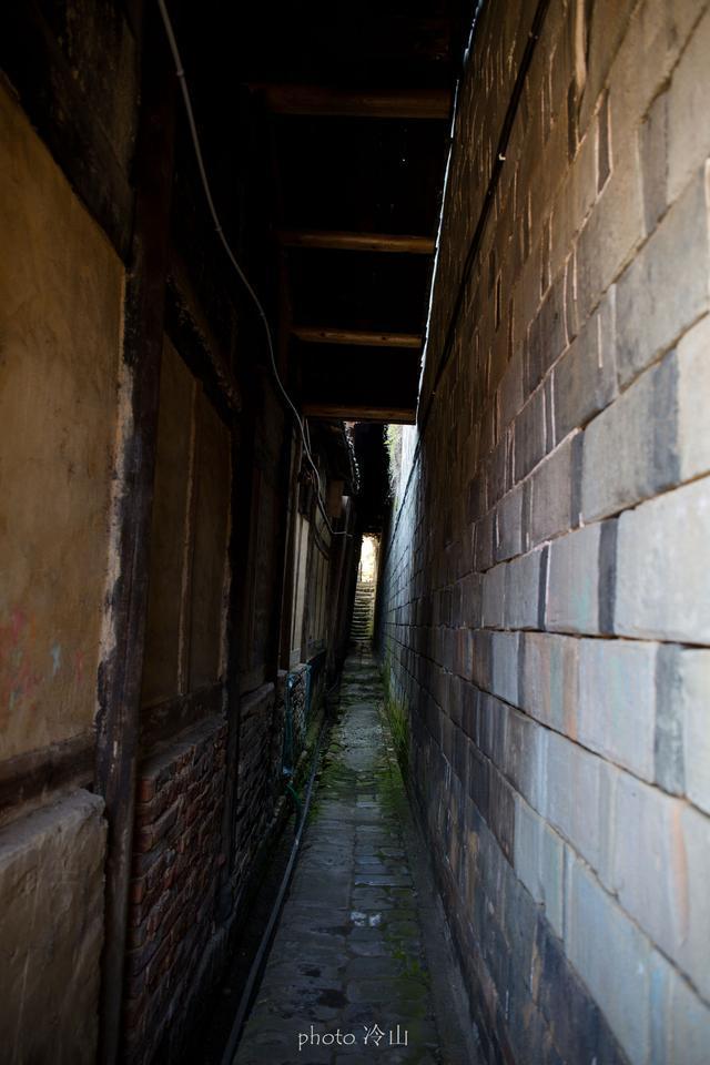 忠山十八寨,走一线天游蜈蚣街