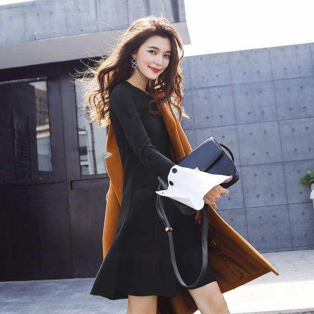 秋高气爽的季节里时尚搭配假两件套连衣裙 11