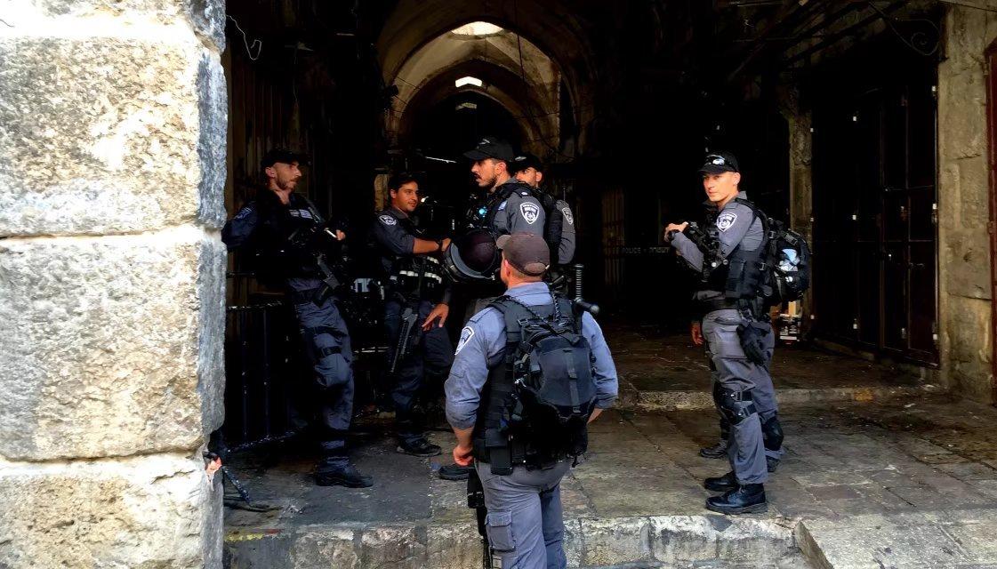 在耶路撒冷老城与以色列军警大兵相伴相随