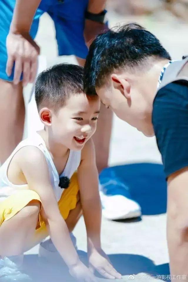 《爸爸去哪儿》陈小春:爸爸爱妈妈,是对孩子最好的家教