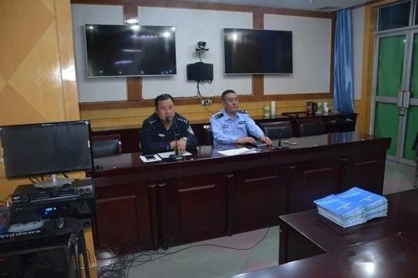 陕西凤翔交警大队城区中队为快递公司讲解交通安全知识