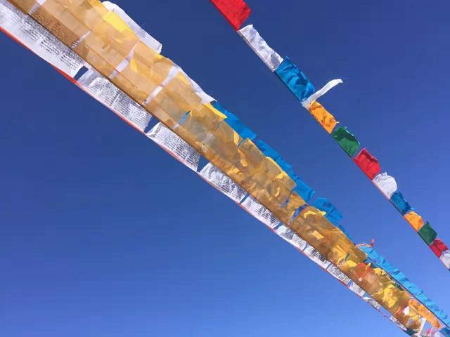 在西藏旅游,不要随意跨越踩压这些东西