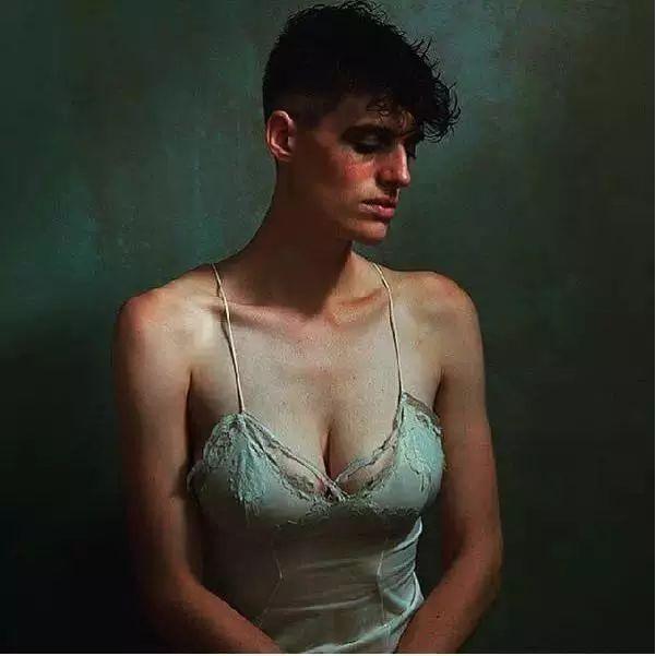 时尚 正文  她是rain dove(瑞恩·德芙), 现在美国最具争议性的模特.