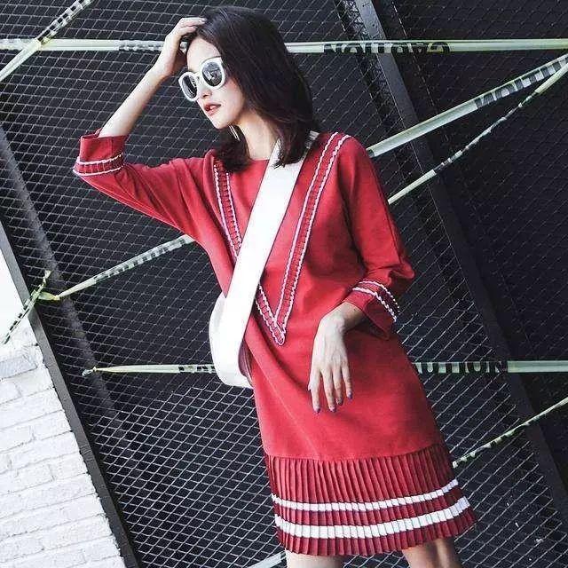 秋高气爽的季节里时尚搭配假两件套连衣裙 9