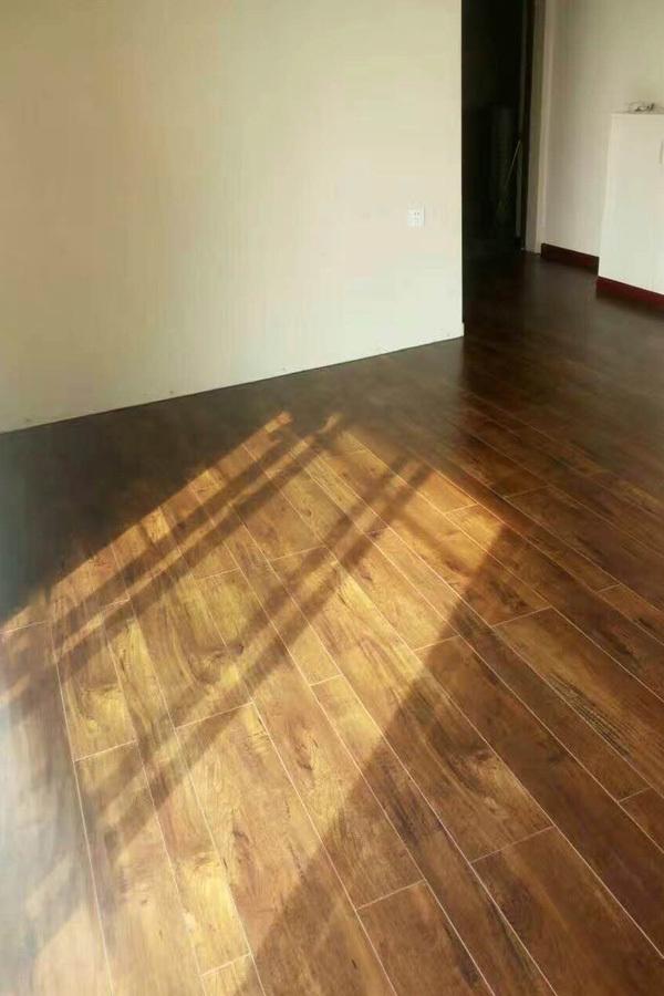 优墅墅美家揭秘木地板,踢脚线安装心得