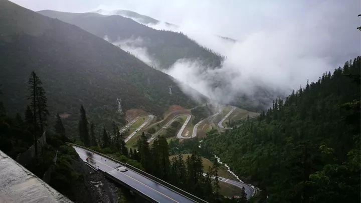 雀儿山隧道正式通车,川藏线上又一垭口即将消失,到底是好事还是坏事?