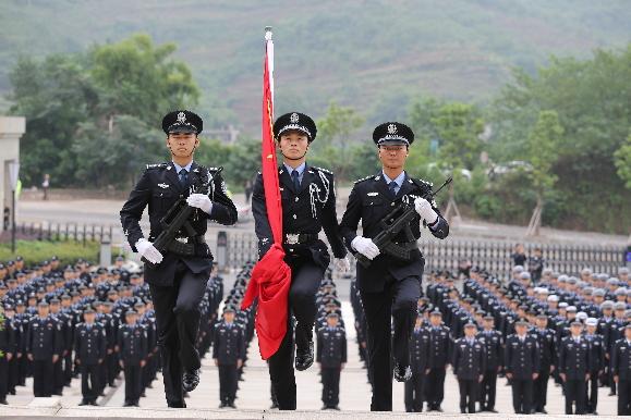 升国旗,温誓词,江津公安迎国庆,十九大安保维稳大誓师