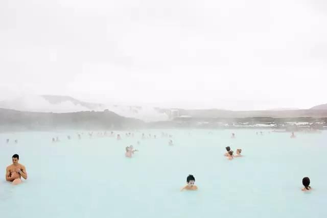 【专访】从冰岛到西非这个鬼才摄影师只到最荒凉的地方寻找色彩 M