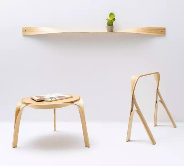 木头也可以吸住金属 设计师 Hejmonti 将海边捡来的浮木修改成手工磁力板,可以将钥匙、刀、工具以及其他金属物品就能很好地吸在木块上。产品烙印出捡到时的坐标,并在包装中配送发现浮木的一组照片,非常有意义的一件作品。