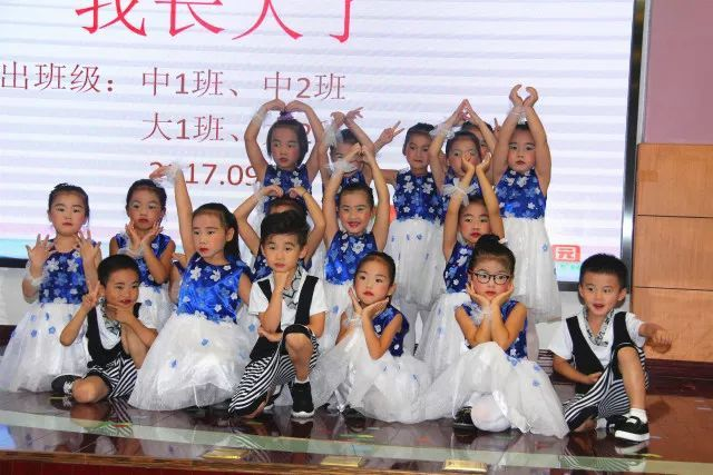 """徐泾第二幼儿园开展""""我长大了""""主题月月演活动"""