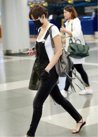 她是女明星机场时尚的领头羊,就算麻袋上阵依然漂亮!