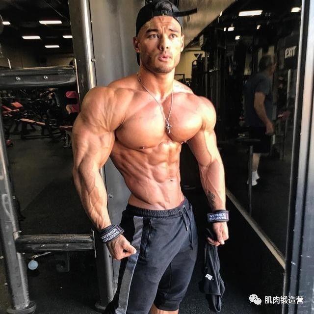 提升卧推的主要力量,比二头更重要的手臂肌肉,教你练肱三头肌!