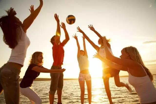 旅游 正文  嗨 国家5a级景区——西岛 △沙滩排球△ 三亚苗寨风情——