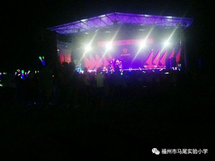 载歌载舞……放飞梦想,强国梦!强军梦!我的中国梦!
