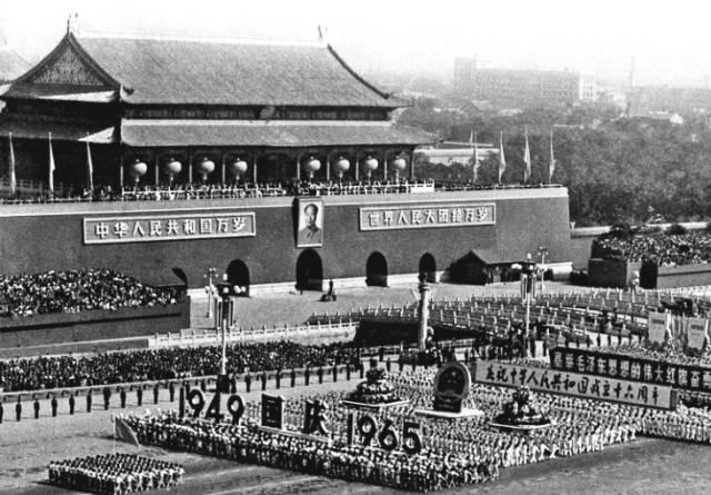 """1999年,我参加了国庆50年庆典,和数千同学组成""""庆""""字的一撇"""