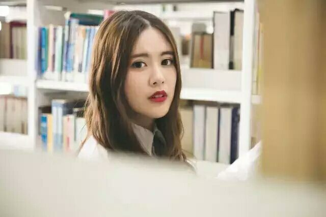 学生妹的嫩bb图_如何一眼辨别出学姐还是学妹?