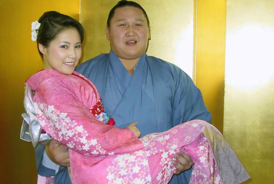 日本女v无码_组图告诉你,为什么日本女明星都爱嫁相扑手