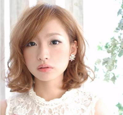 气质女生韩式短发烫发发型图片