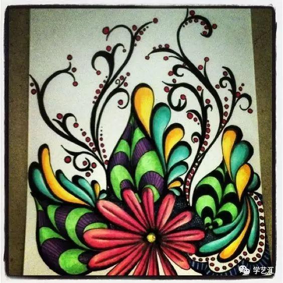 曼陀罗花是禅绕画中很常见的图样,它是将梦境,思想及所绘图画加以图片