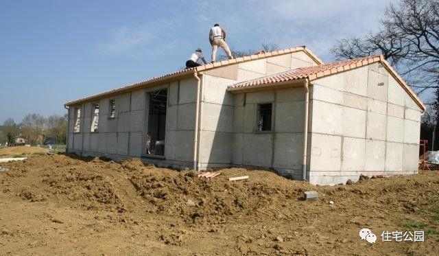 同样都是盖房子,法国农村自建平层别墅,30中交公路v房子设计院图片