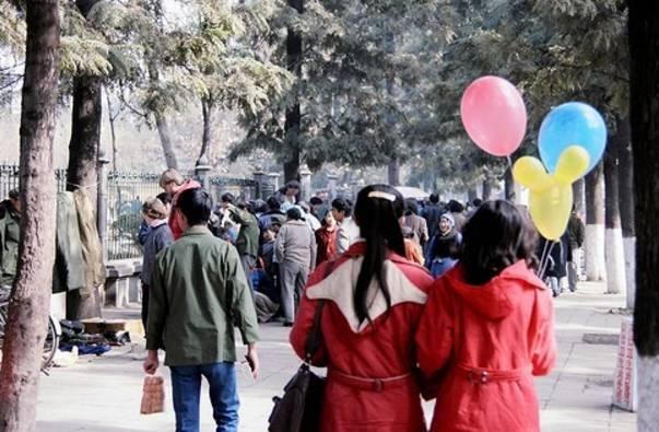 年元旦时的翠湖边711985年参加演出的昆明娃721985年的青年路小学