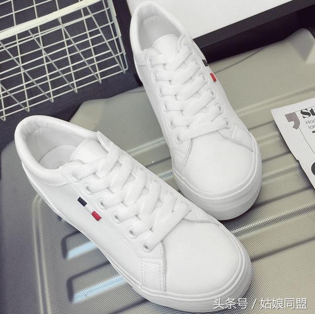 风衣小白鞋_风衣牛仔裤配小白鞋图